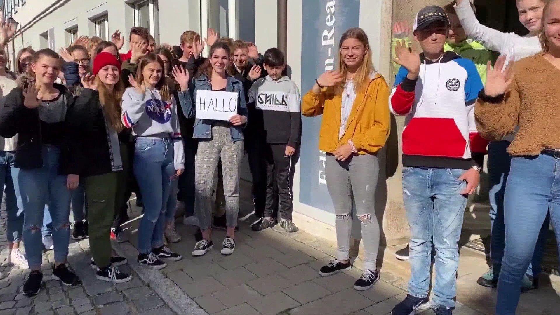 Edith-Stein-Realschule in Schillingsfürst: Schüler suchen mit Youtube-Video nach neuem Direktor - RTL Online