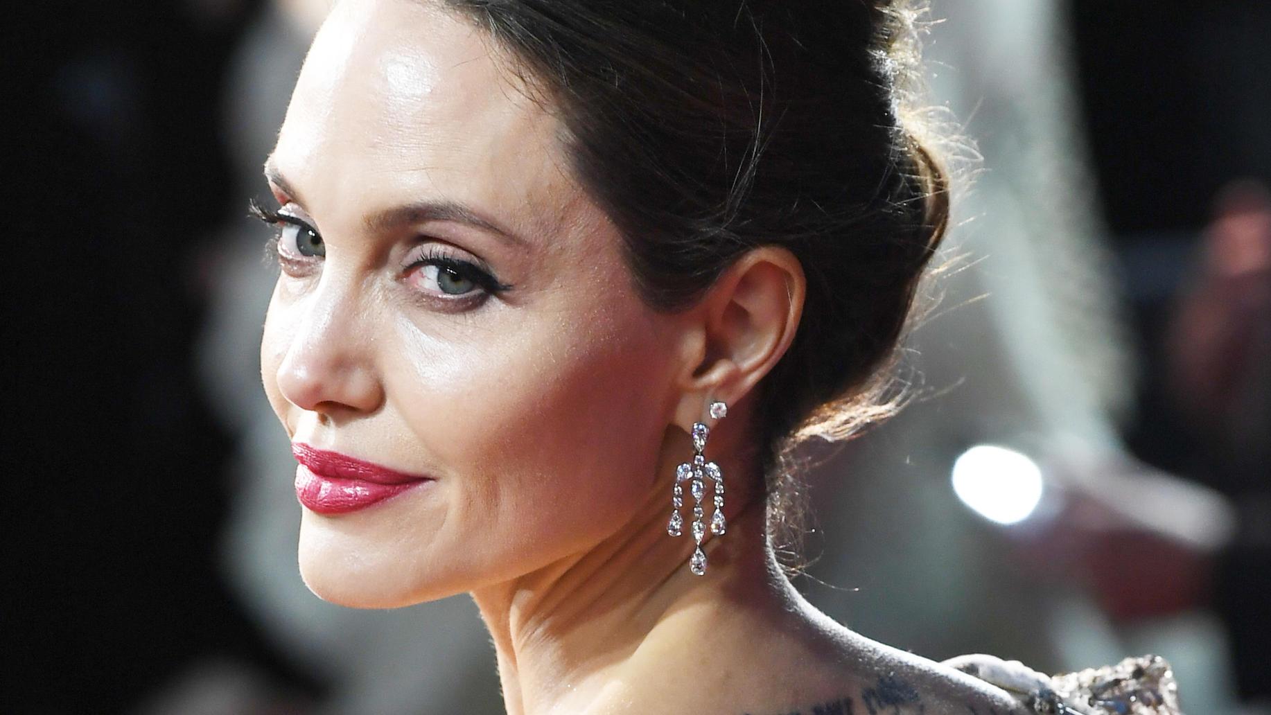 Angelina Jolie posiert nackt für amerikanisches