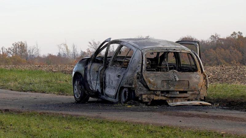 Frau verbrennt in Auto: Warten auf Obduktionsergebnis - RTL Online