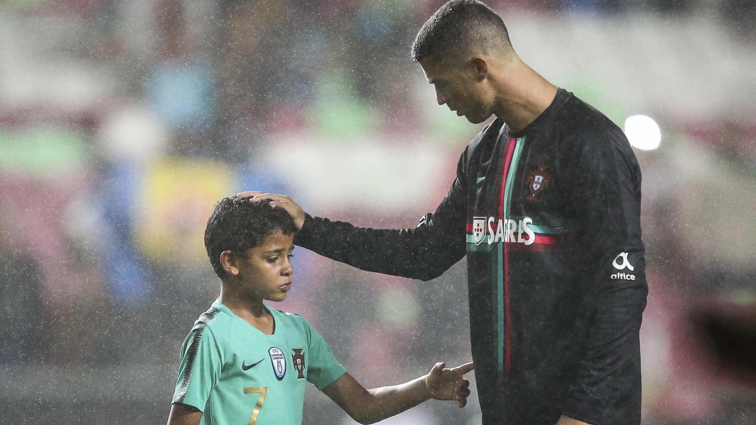 Ganz Der Papa Ronaldo Sohn Spielt Gegner Schwindelig