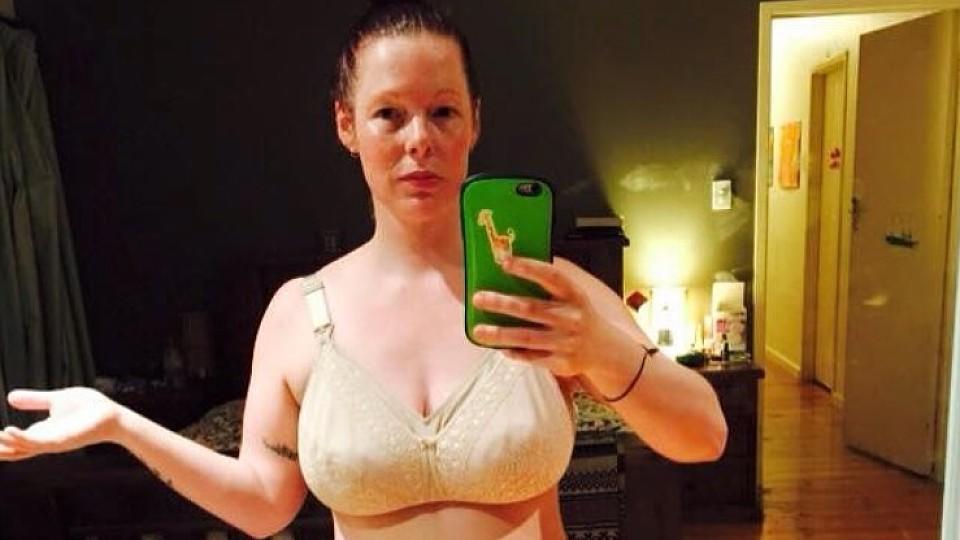 Neu-Mama Mel Rymill protestiert mit Selfie gegen Figur