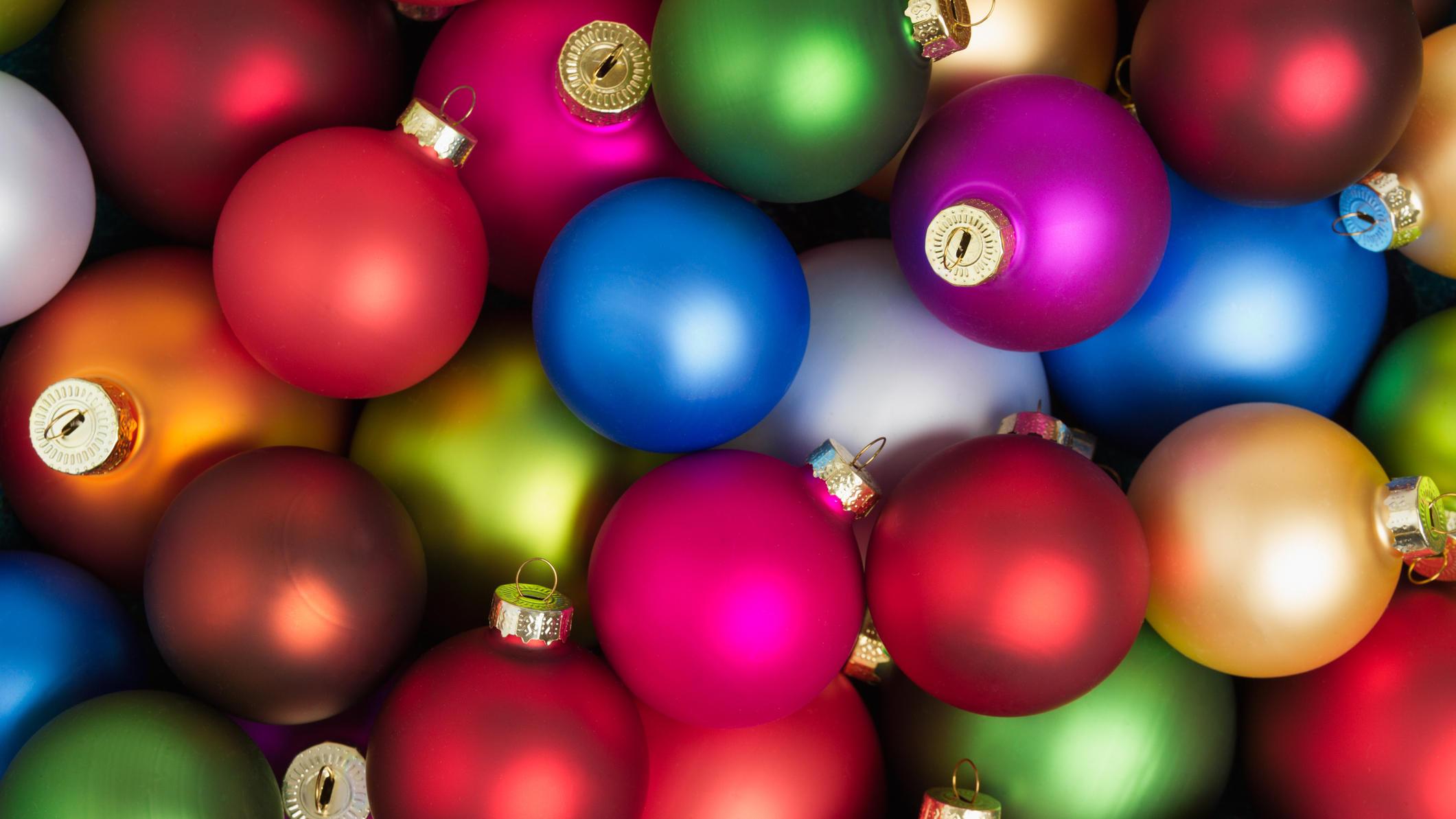 Christbaumkugeln Magenta.Christbaumkugeln Das Verrät Die Farbe Ihrer Kugeln über Sie