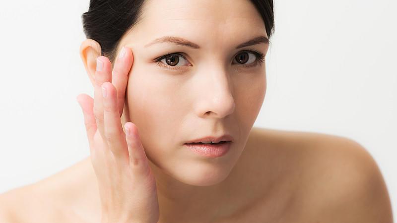 Zahnpasta gegen Pickel und Co.: Beauty-Mythen auf dem ...