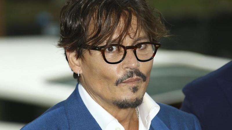 Johnny Depp legt langen Rechtsstreit mit Ex-Anwalt bei - RTL Online