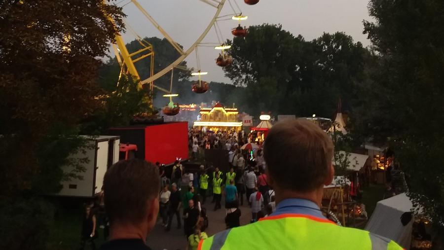 Halle An Der Saale Mindestens Zwölf Frauen Auf Laternenfest Von