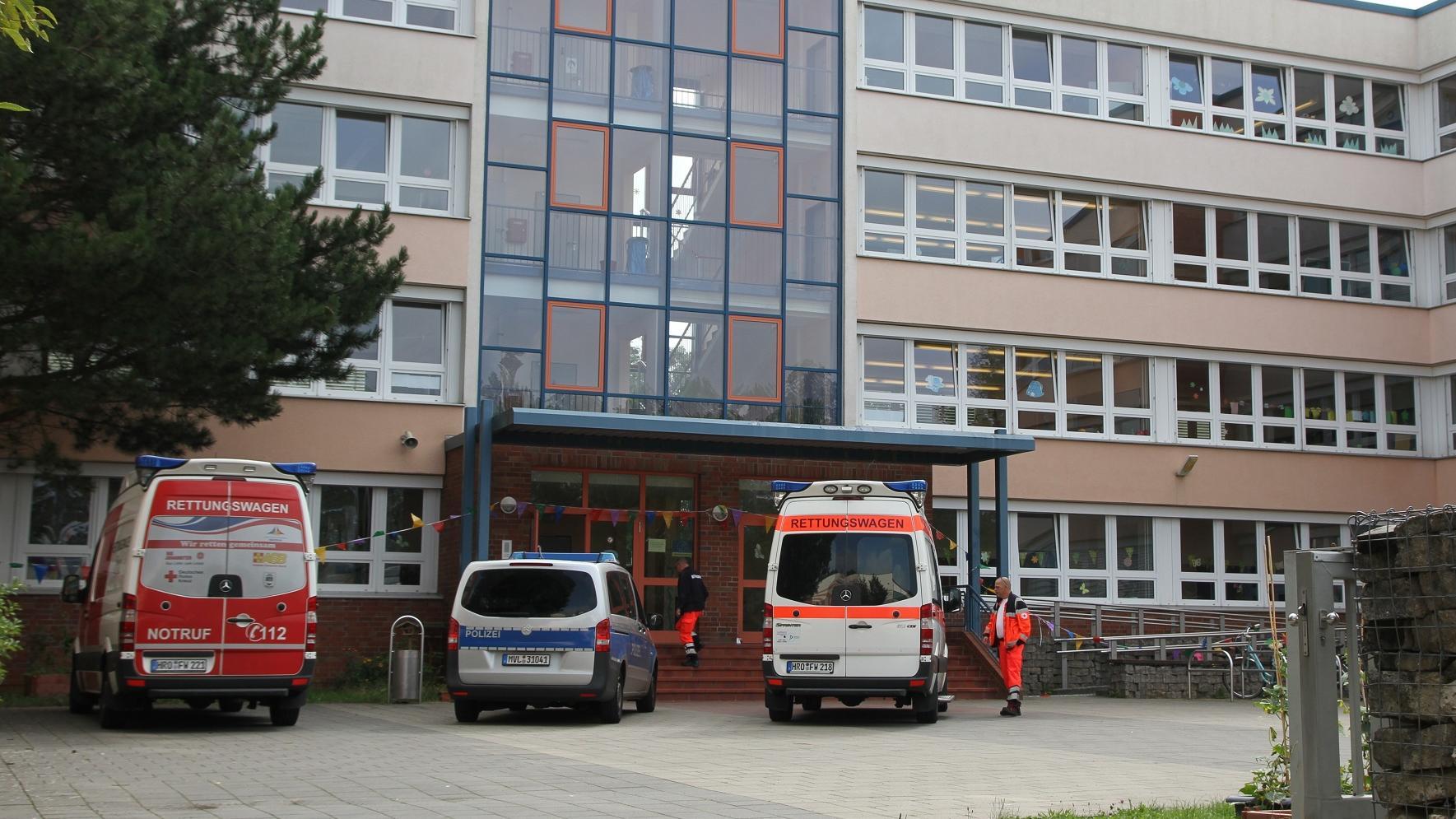 Attacke an Grundschule in Rostock: Mädchen (7) biss Lehrerin krankenhausreif