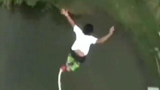 Schrecklicher Unfall Mädchen Stirbt Beim Bungee Jumping Weil Sie