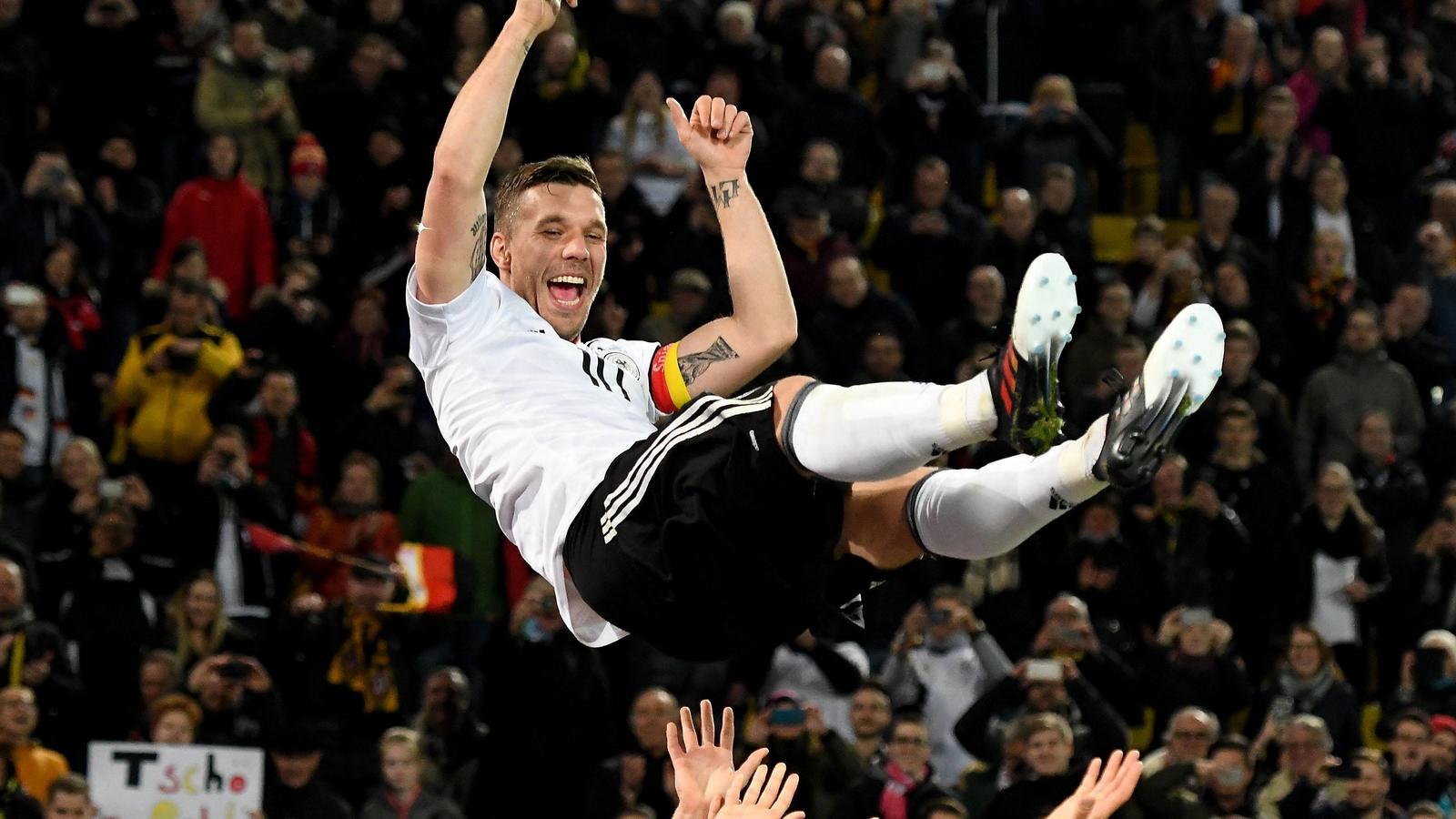 Gute Laune Bär Podolski Mit Hollywoodreifem Abgang Von Der Dfb Bühne