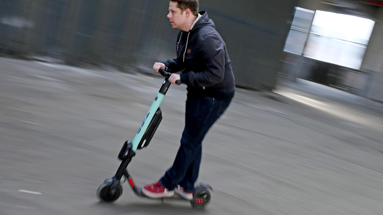 bundesrat erlaubt e scooter auf deutschen stra en. Black Bedroom Furniture Sets. Home Design Ideas